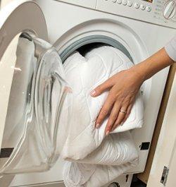 Как стирать наматрасник?
